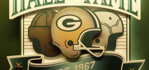 The yellow, dark green, and white have always been the color scheme of this storied NFL franchise. (Image credit Wikimedia Commons)