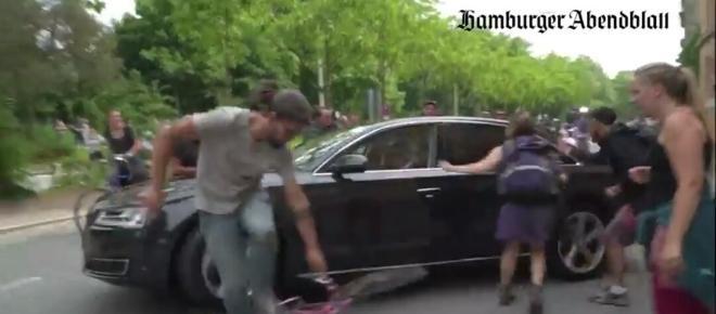 Kierowca dyplomaty nie wytrzymał i rozjechał skrajną lewicę autem na G20 [WIDEO]