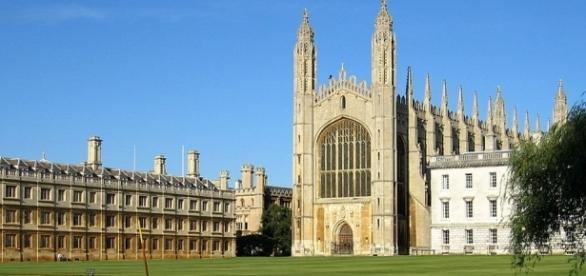 Cambridge vs Oxford - universityrooms.com