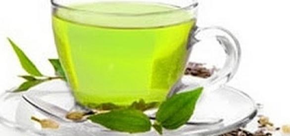 Woman says she lost 112 pounds by drinking green tea [Image: ShivShakti/YouTube screen shot]