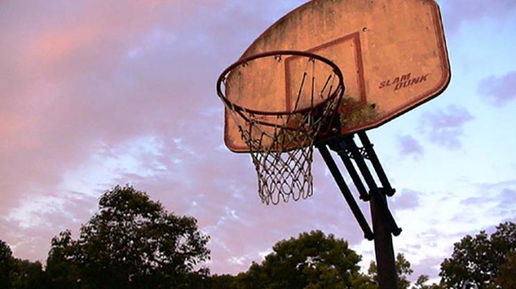 Basket, le giocate impossibili non si vedono solo in NBA