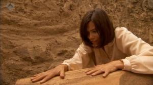 Il Segreto: Maria apre la bara di Gonzalo e spara a Francisca