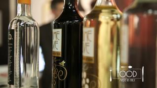 In questa puntata, Roberta Schira intervista Andrea Maschio, Responsabile Marketing della Distilleria Bonaventura Maschio e lo chef Gianluca Fusto.
