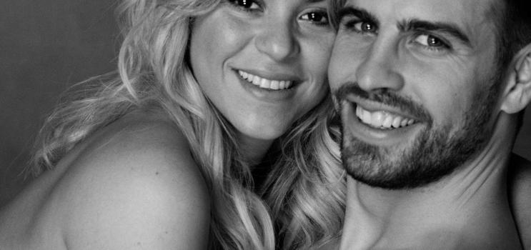 Piqué and Shakira hounded by photographers at Barcelona airport