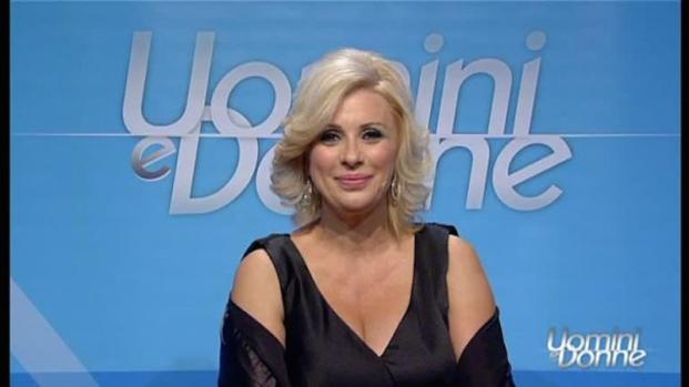 Video: Uomini e Donne, da talk show a programma per tronisti e corteggiatori