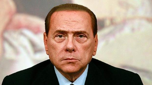 Video: Gossip Silvio Berlusconi contro il bacio gay del figlio Luigi?