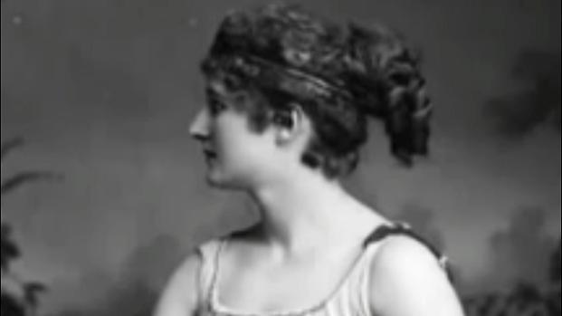 Hipatia, filósofa, matemática y astrónoma, murió lapidada