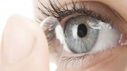 Video: Il caso della signora con 27 lenti a contatto negli occhi