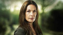 Em crise, Globo surpreende e dispensa atriz veterana Carolina Ferraz