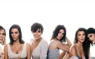Kardashians caught faking holiday scenes for 'Keeping Up with the Kardashians'