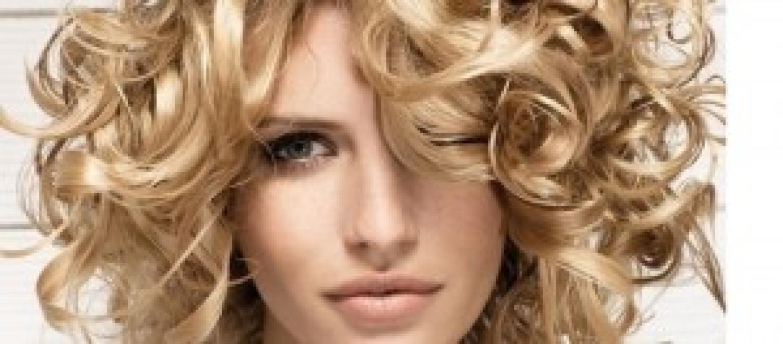 tendenze tagli capelli ricci quello che va  moda